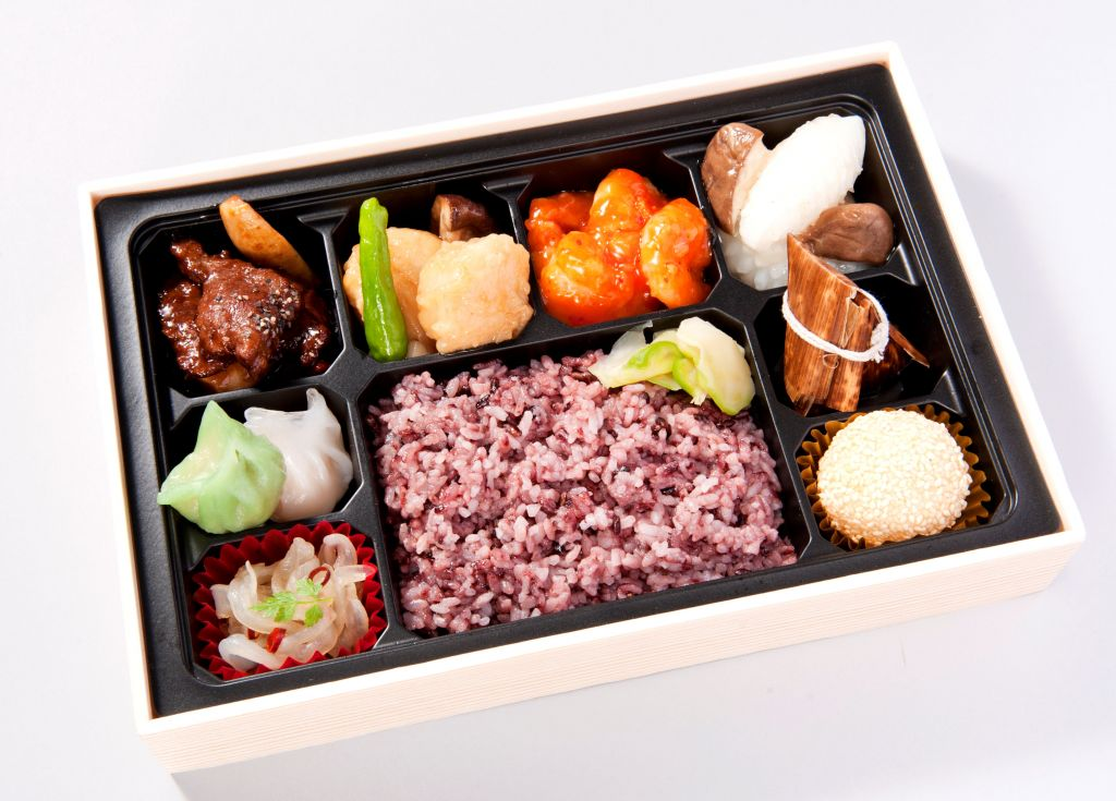 中華折詰 宴 (烏龍茶ペットボトル付)500ml