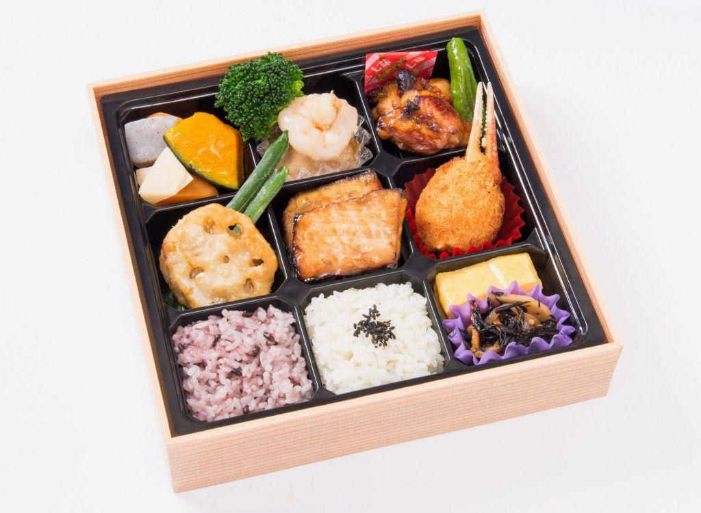 中の和食弁当(紙箱入)
